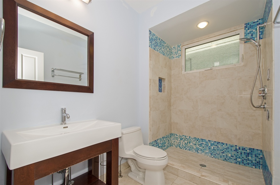 Real Estate Photography - 4944 W. CULLOM Avenue, Chicago, IL, 60641 - 2nd Bathroom