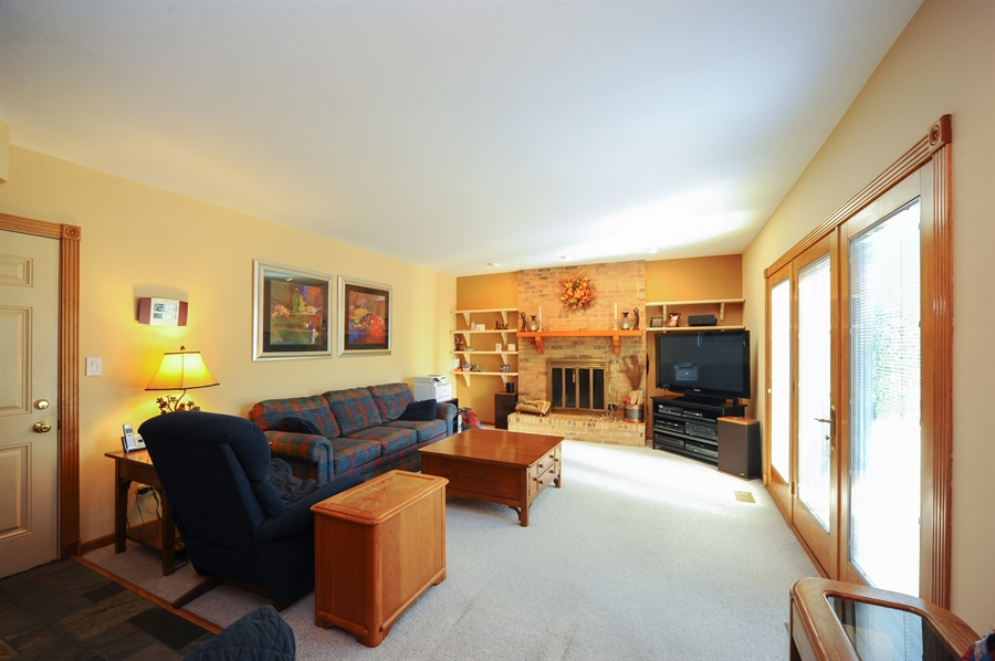 Real Estate Photography - 1315 W. Kingsley Drive, Arlington Heights, IL, 60004 - Family Room