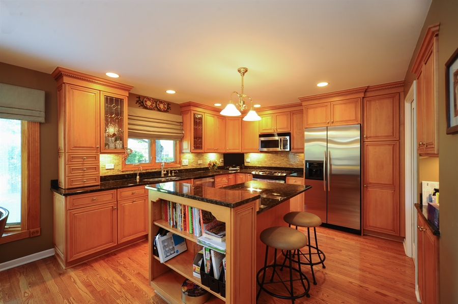Real Estate Photography - 1315 W. Kingsley Drive, Arlington Heights, IL, 60004 - Kitchen