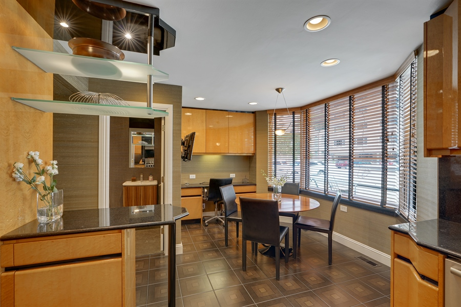 Real Estate Photography - 1329 N. Sutton Place, Chicago, IL, 60610 - Breakfast Area