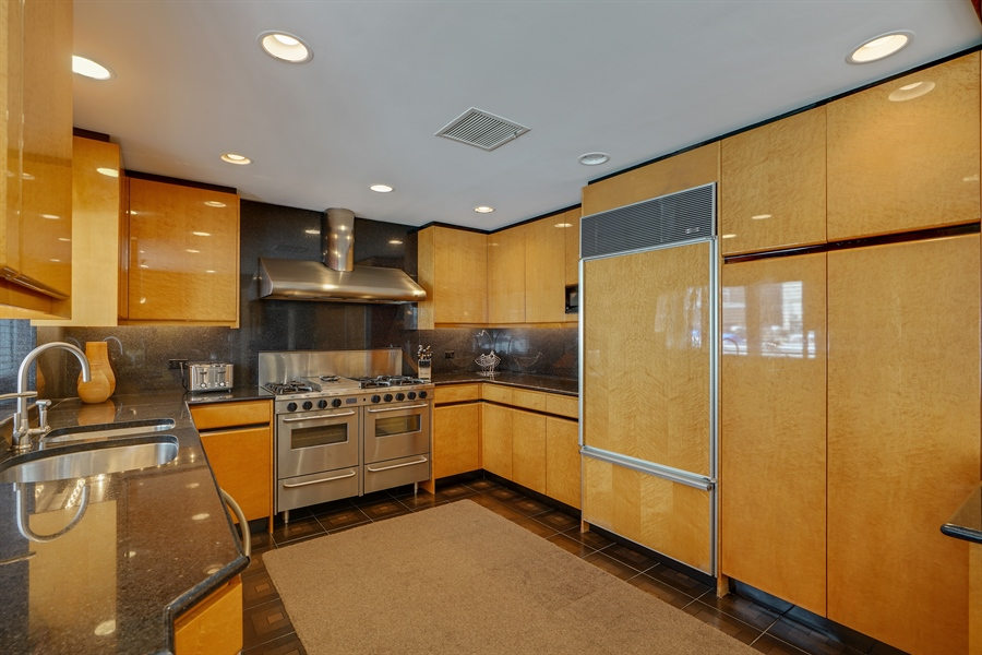 Real Estate Photography - 1329 N. Sutton Place, Chicago, IL, 60610 - Kitchen