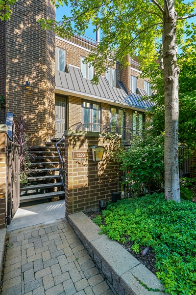 Real Estate Photography - 1329 N. Sutton Place, Chicago, IL, 60610 - Entrance