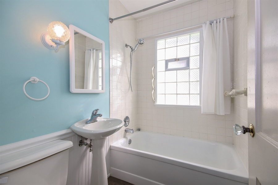 Real Estate Photography - 1621 Stratford Court, Joliet, IL, 60435 - Bathroom