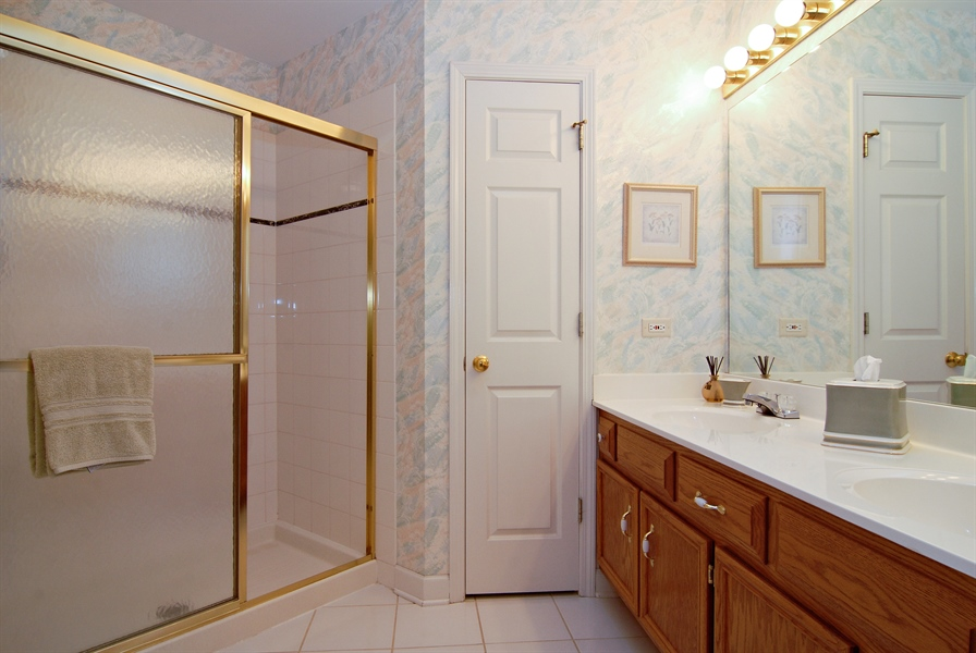 Real Estate Photography - 2300 Brookside Court, Aurora, IL, 60502 - Master Bathroom