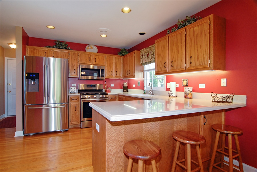 Real Estate Photography - 2300 Brookside Court, Aurora, IL, 60502 - Kitchen