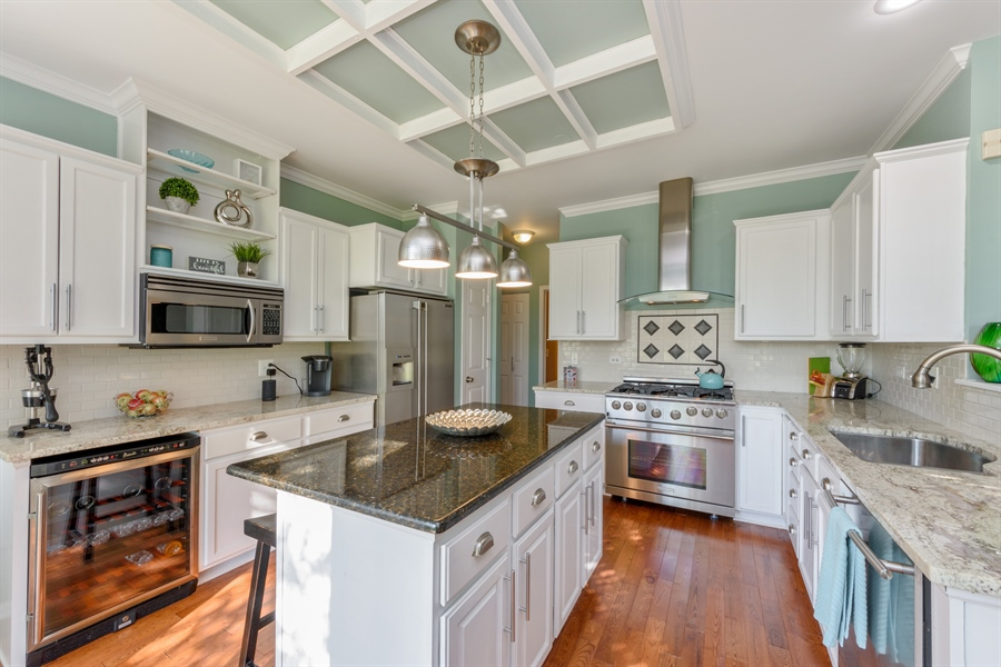 Real Estate Photography - 318 Berkshire Drive, Unit 318, Lake Villa, IL, 60046 - Kitchen