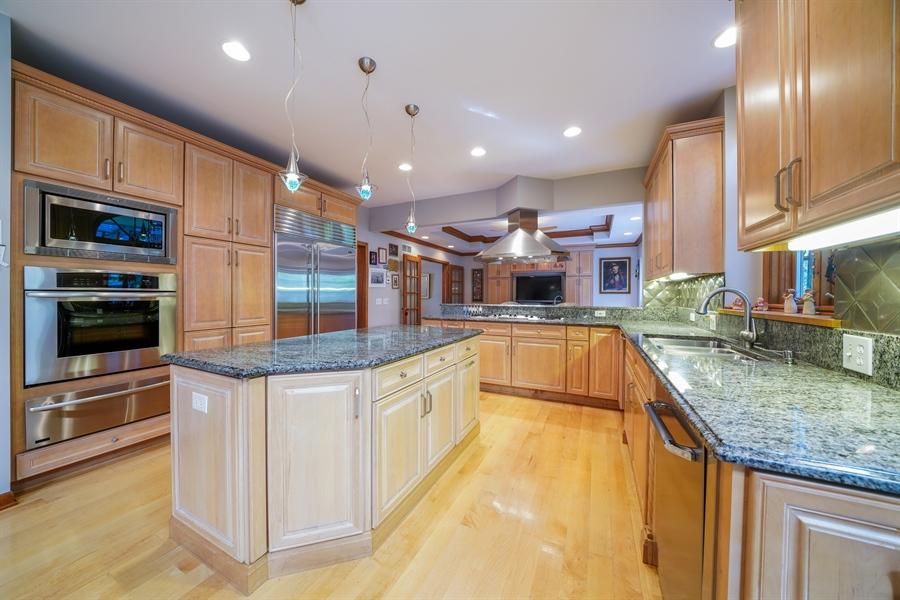 Real Estate Photography - 1278 Keim Trail, Bartlett, IL, 60103 - Kitchen
