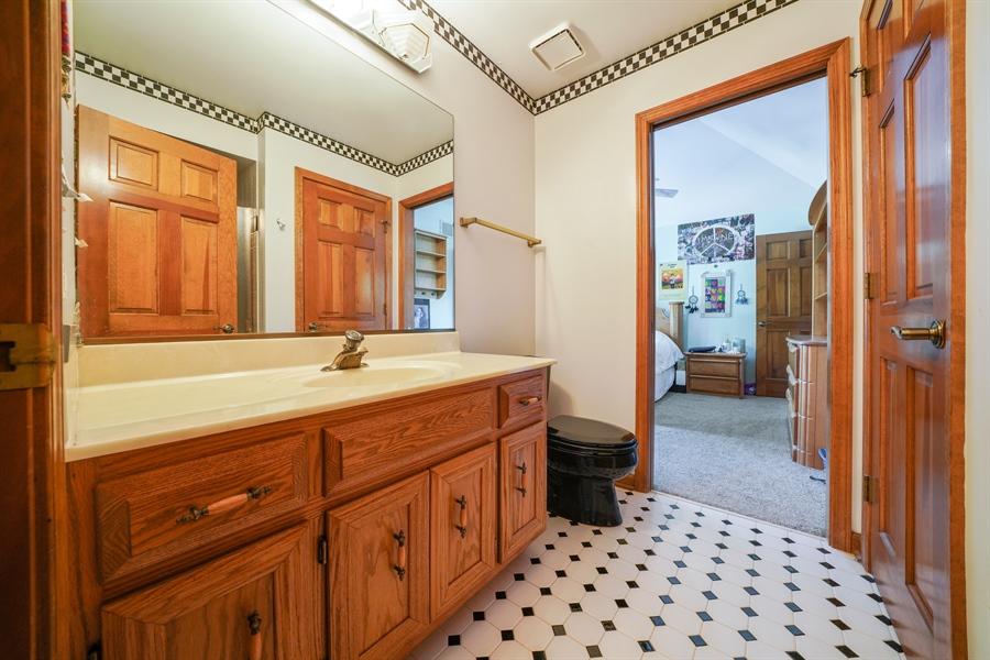 Real Estate Photography - 1278 Keim Trail, Bartlett, IL, 60103 - 2nd Bathroom