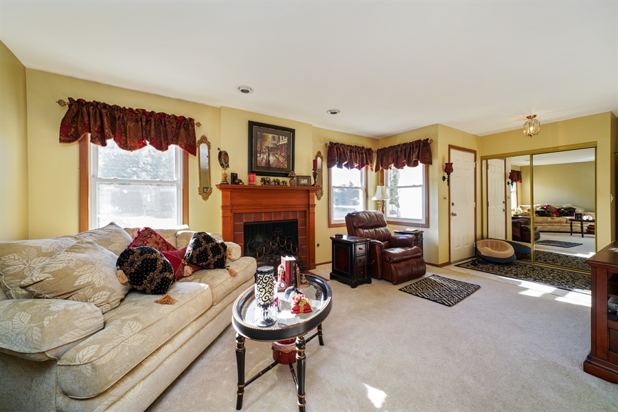 Real Estate Photography - 893 Colony Lake Drive, Schaumburg, IL, 60194 - Living Room