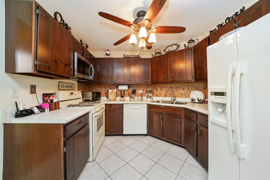 Real Estate Photography - 893 Colony Lake Drive, Schaumburg, IL, 60194 - Kitchen