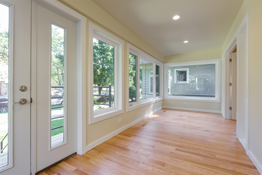 Real Estate Photography - 2125 W. Greenleaf Avenue, Chicago, IL, 60645 - Sun Room