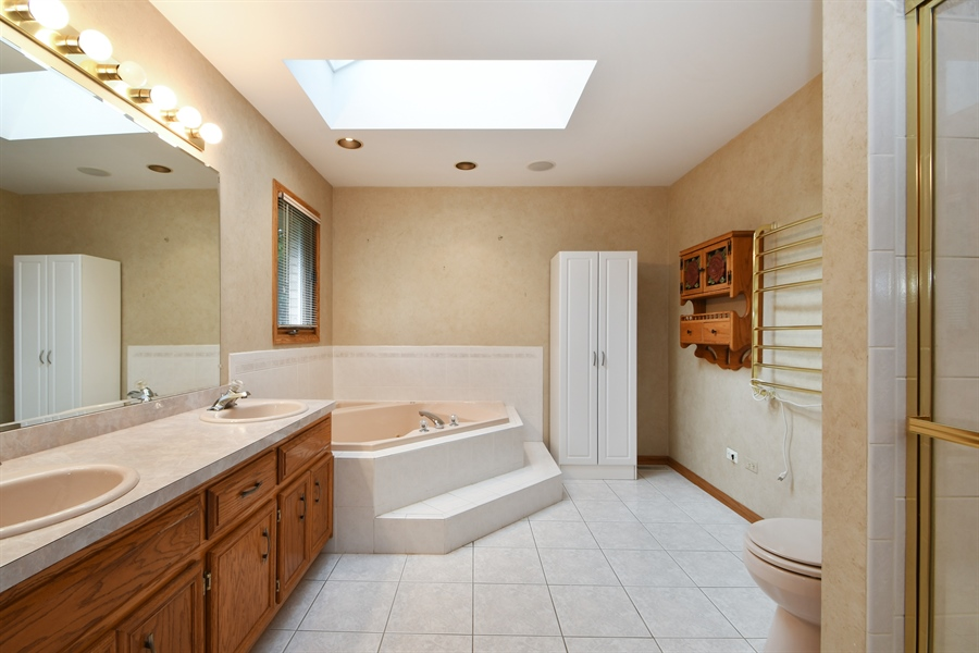 Real Estate Photography - 12303 Cashlenan Lane, New Lenox, IL, 60451 - Master Bathroom