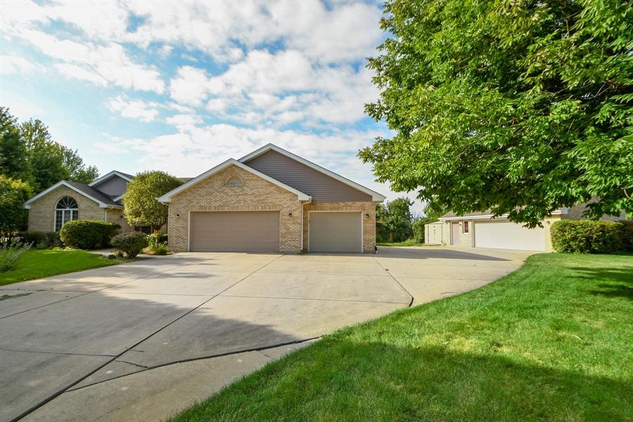 Real Estate Photography - 12303 Cashlenan Lane, New Lenox, IL, 60451 - Driveway