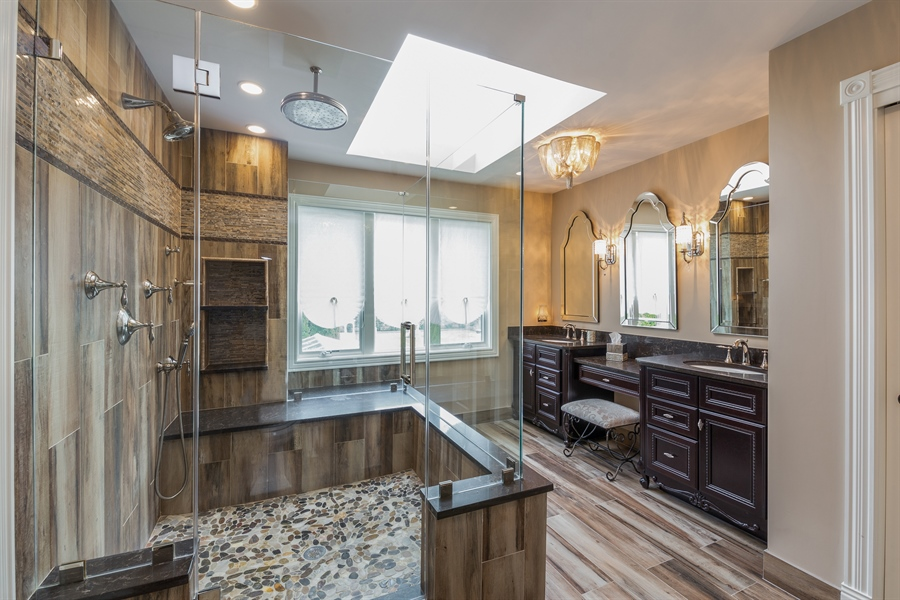 Real Estate Photography - 29W554 Sunset Ridge Dr, Bartlett, IL, 60103 - Master Bathroom