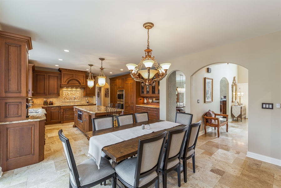 Real Estate Photography - 29W554 Sunset Ridge Dr, Bartlett, IL, 60103 - Kitchen / Breakfast Room