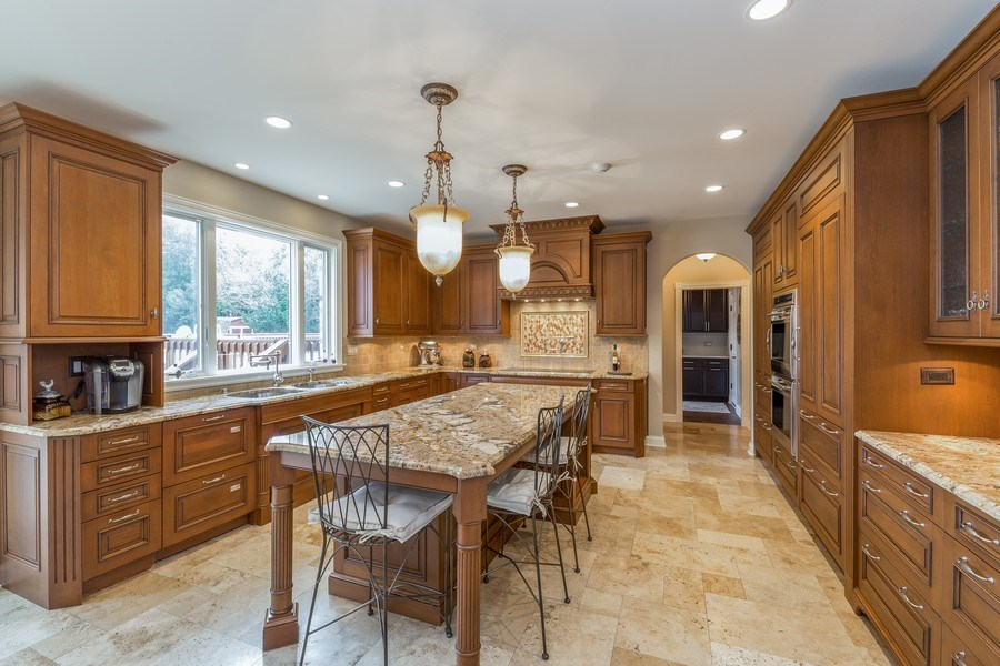 Real Estate Photography - 29W554 Sunset Ridge Dr, Bartlett, IL, 60103 - Kitchen