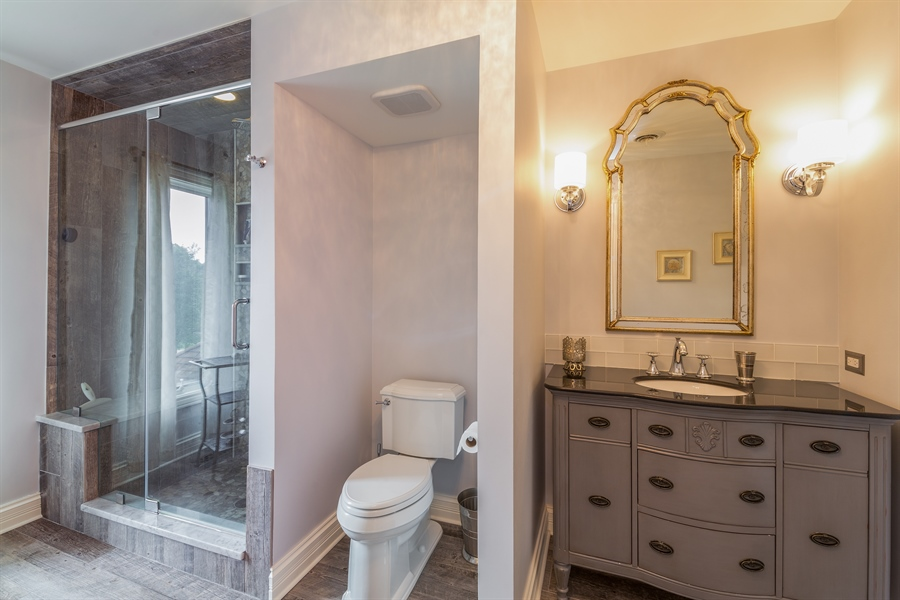 Real Estate Photography - 29W554 Sunset Ridge Dr, Bartlett, IL, 60103 - Hall Bathroom