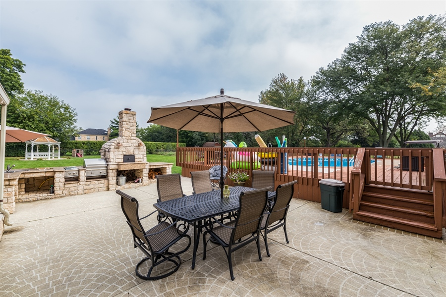 Real Estate Photography - 29W554 Sunset Ridge Dr, Bartlett, IL, 60103 - Patio