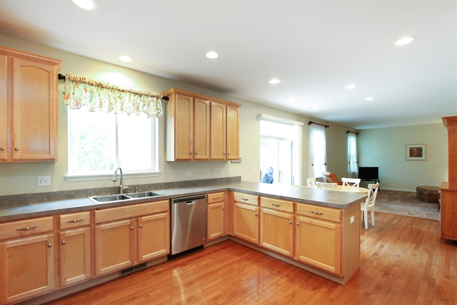 Real Estate Photography - 370 Oakmont Drive, Cary, IL, 60013 - Kitchen / Breakfast Room