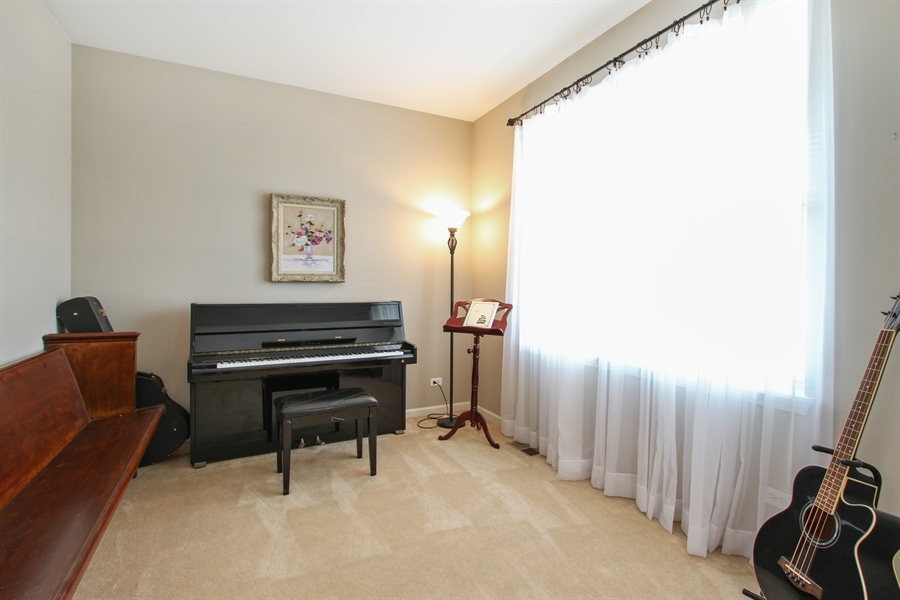 Real Estate Photography - 370 Oakmont Drive, Cary, IL, 60013 - Reading Room