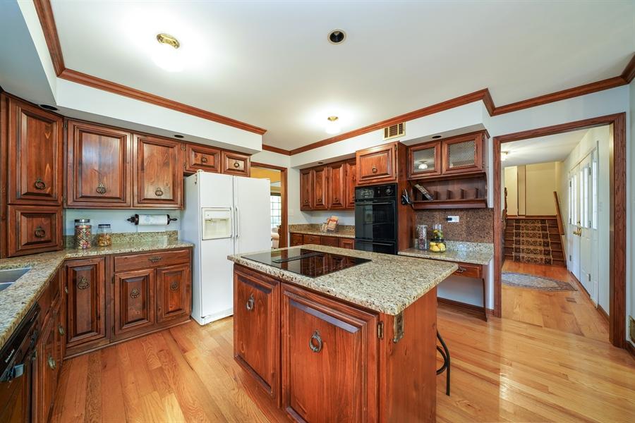 Real Estate Photography - 134 Saddle Brook Drive, Oak Brook, IL, 60523 - Kitchen
