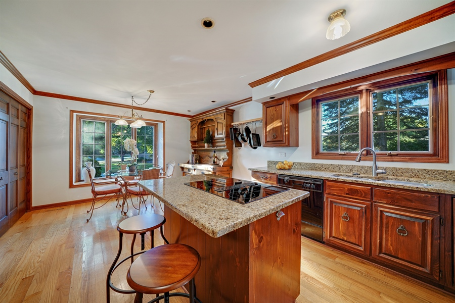 Real Estate Photography - 134 Saddle Brook Drive, Oak Brook, IL, 60523 - Kitchen / Breakfast Room