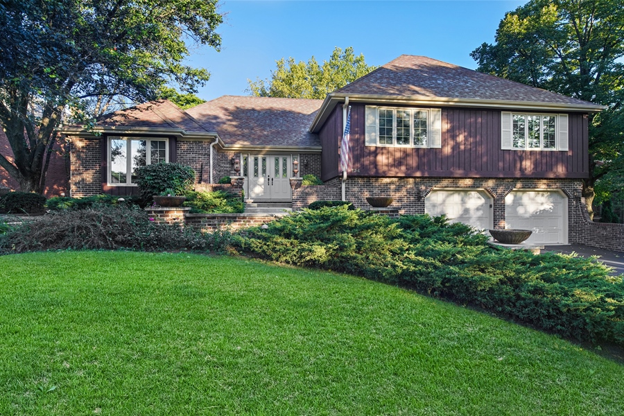 Real Estate Photography - 134 Saddle Brook Drive, Oak Brook, IL, 60523 - Front View