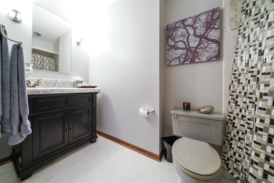 Real Estate Photography - 134 Saddle Brook Drive, Oak Brook, IL, 60523 - 2nd Bathroom