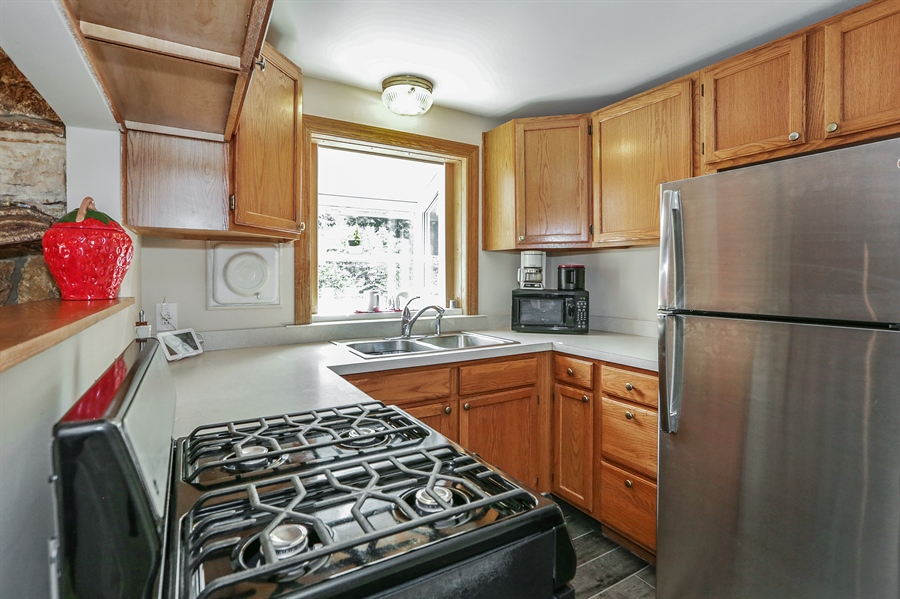 Real Estate Photography - 117 Grove Avenue, Fox River Grove, IL, 60021 - Kitchen