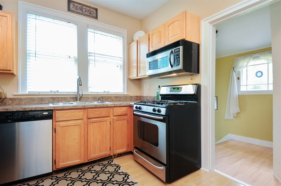Real Estate Photography - 437 Carleton Avenue, Glen Ellyn, IL, 60137 - Kitchen