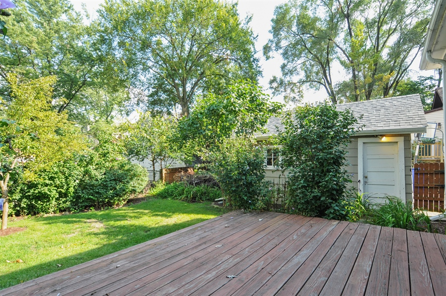 Real Estate Photography - 437 Carleton Avenue, Glen Ellyn, IL, 60137 - Deck