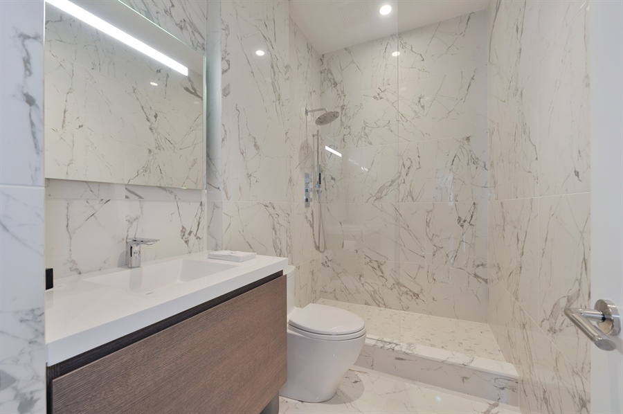 Real Estate Photography - 2550 N. Lakeview Avenue, Unit N1105-6, Chicago, IL, 60614 - 2nd Bathroom