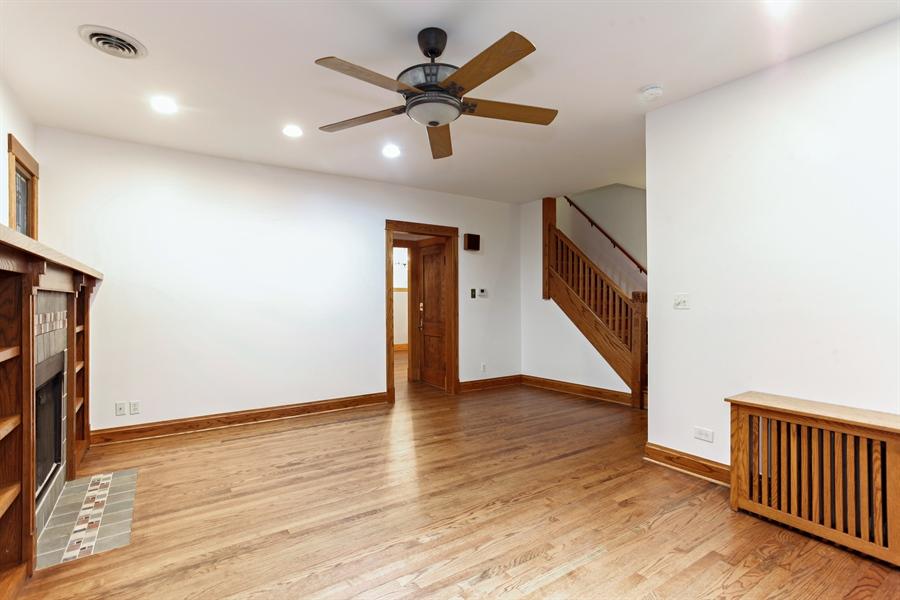 Real Estate Photography - 931 S. Kenilworth Avenue, Oak Park, IL, 60304 - Living Room