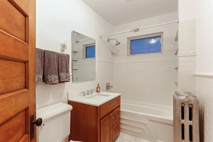 Real Estate Photography - 931 S. Kenilworth Avenue, Oak Park, IL, 60304 - Bathroom