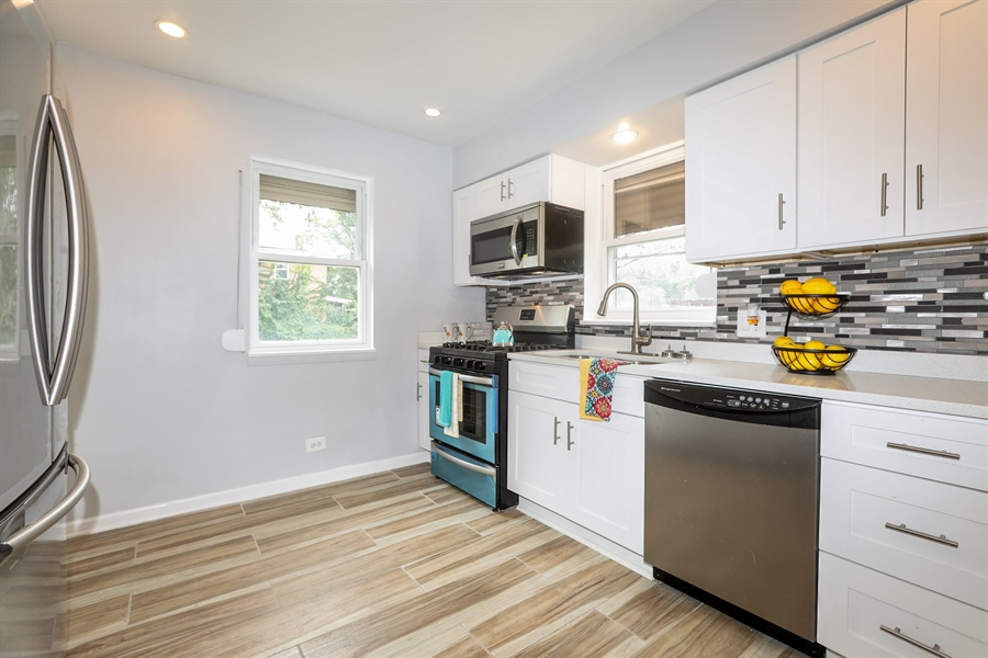 Real Estate Photography - 1056 W. 111TH Place, Chicago, IL, 60643 - Kitchen