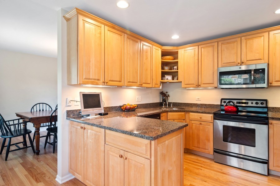 Real Estate Photography - 721 Concord Lane, Barrington, IL, 60010 - Kitchen