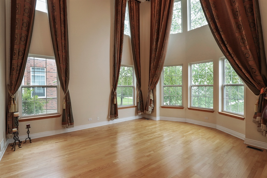 Real Estate Photography - 406 N. White Deer Trail, Vernon Hills, IL, 60061 - Living Room