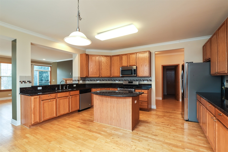 Real Estate Photography - 406 N. White Deer Trail, Vernon Hills, IL, 60061 - Kitchen / Breakfast Room