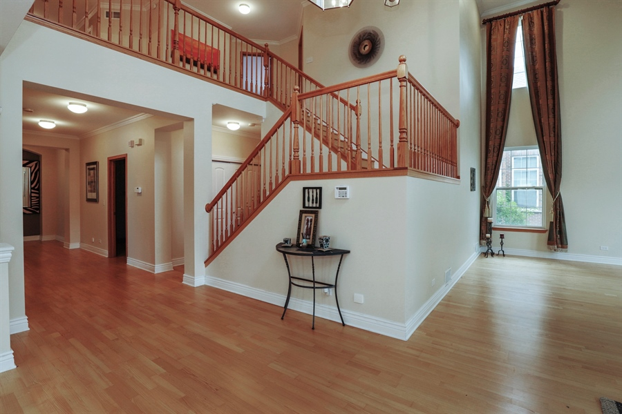 Real Estate Photography - 406 N. White Deer Trail, Vernon Hills, IL, 60061 - Foyer