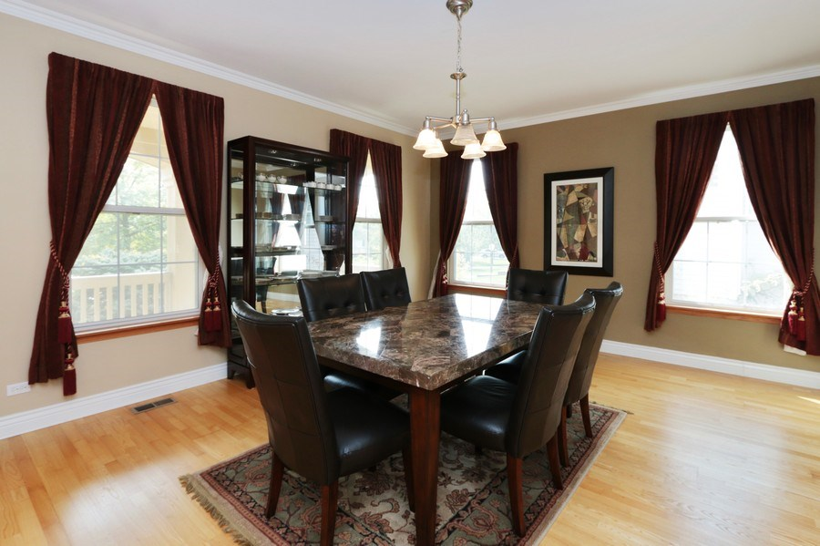 Real Estate Photography - 406 N. White Deer Trail, Vernon Hills, IL, 60061 - Dining Area