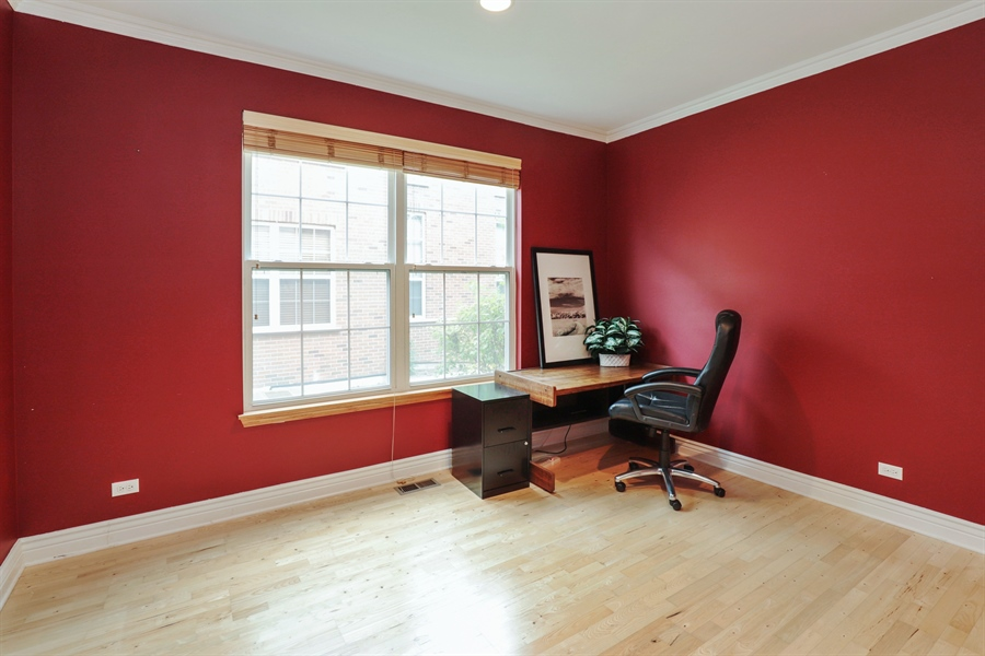Real Estate Photography - 406 N. White Deer Trail, Vernon Hills, IL, 60061 - Office