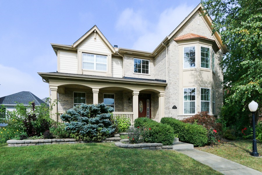 Real Estate Photography - 406 N. White Deer Trail, Vernon Hills, IL, 60061 - Front View