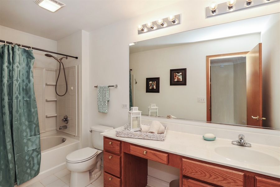 Real Estate Photography - 406 N. White Deer Trail, Vernon Hills, IL, 60061 - Bathroom