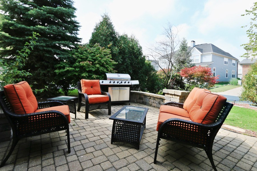 Real Estate Photography - 406 N. White Deer Trail, Vernon Hills, IL, 60061 - Patio