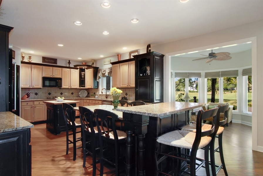 Real Estate Photography - 1090 Chadwick Court, Aurora, IL, 60502 - Kitchen-Eating Area