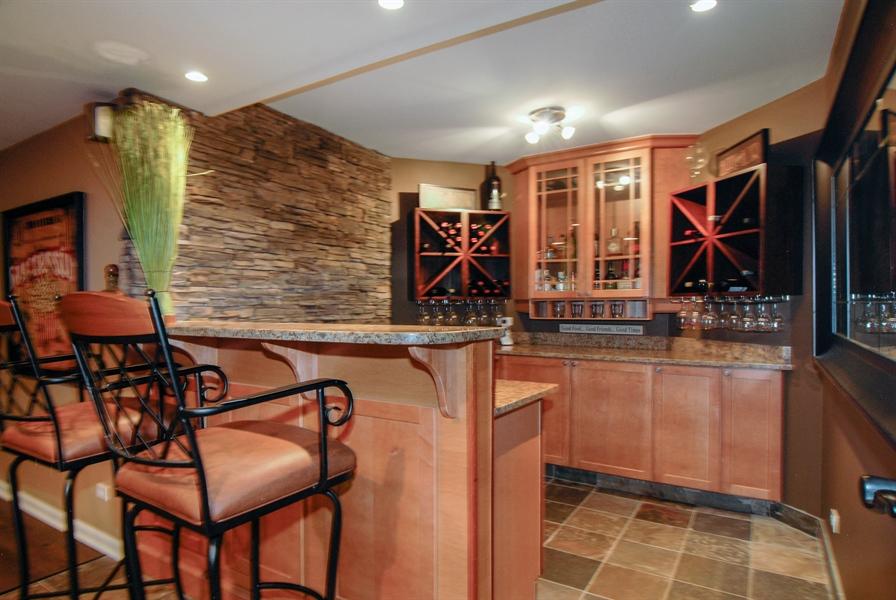 Real Estate Photography - 1090 Chadwick Court, Aurora, IL, 60502 - Bar