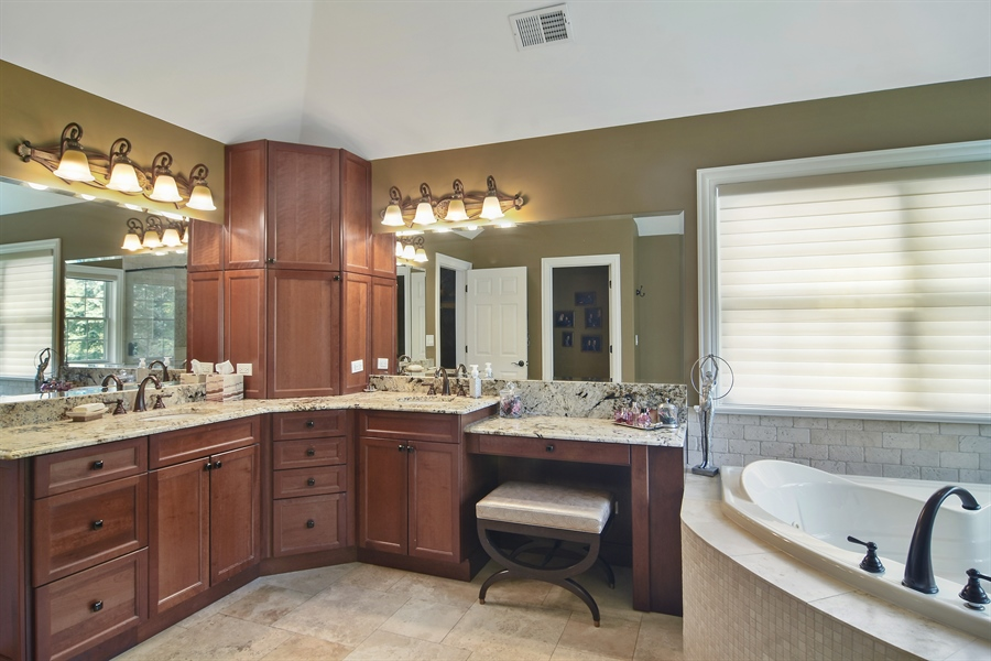 Real Estate Photography - 78 E. WILMETTE Avenue, Palatine, IL, 60067 - Master Bathroom