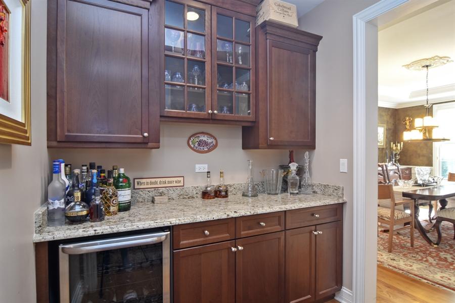 Real Estate Photography - 78 E. WILMETTE Avenue, Palatine, IL, 60067 - Bar