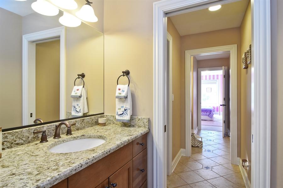 Real Estate Photography - 78 E. WILMETTE Avenue, Palatine, IL, 60067 - Jack-&-Jill Bath