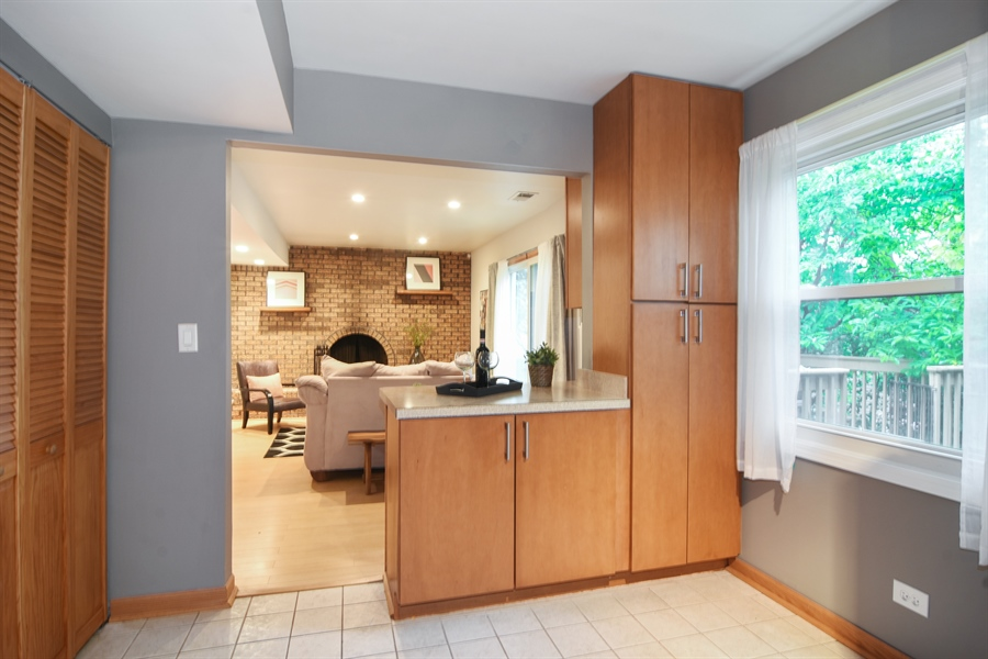 Real Estate Photography - 4997 Somerton Drive, Hoffman Estates, IL, 60010 - Kitchen